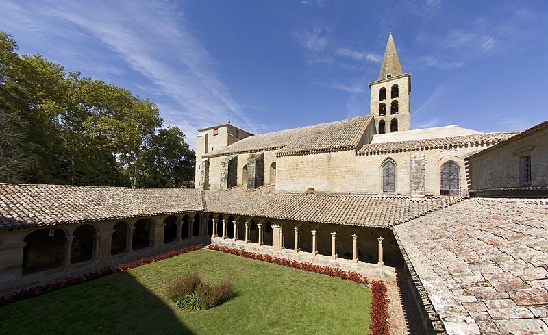 Vue cloître abbaye Saint-Papoul